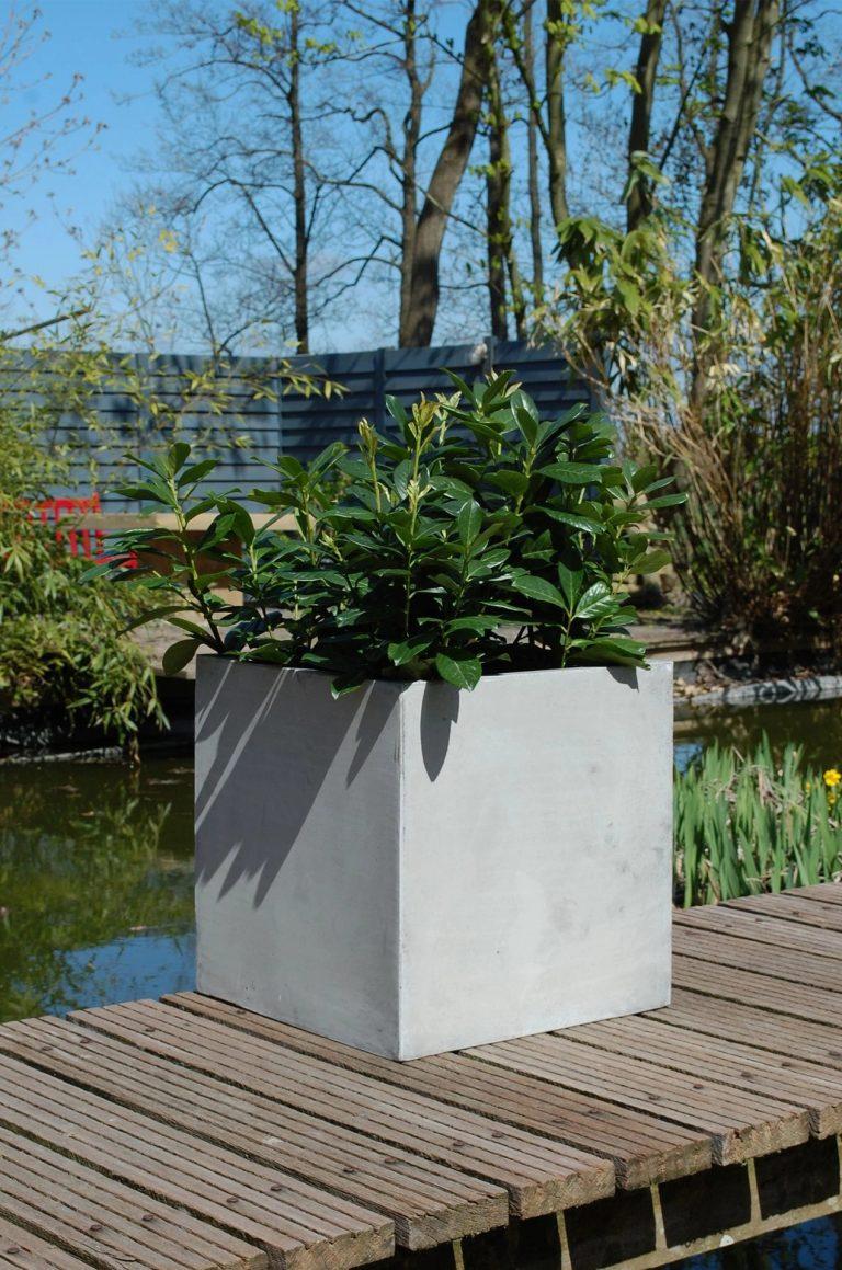 Напольное кашпо pflanzkuebel-block-fiberglas-beton-design-grau-50-50-1
