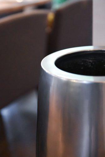 Превью кашпо pflanzkuebel-pflanzgefaess-blumenkuebel-fiberglas-silber-metallic-exklusiv-hochglanz-magnum-80-6-min